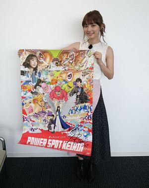 内田理央サイン入りポスター